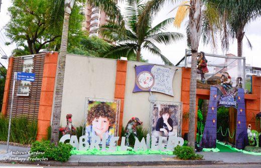 01 | Fachada dinossauro festa Gabril Miller Carinha de Anjo