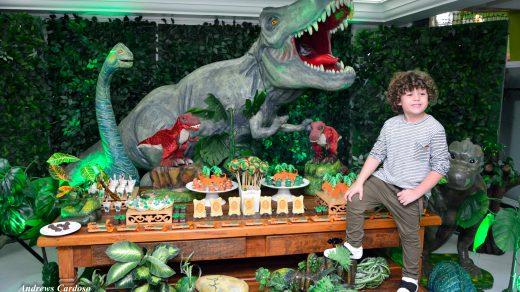 023 | Decoraçao dinossauro festa Gabriel Miller Carinha de Anjp